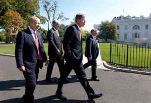 Company CEOs arrive at the White House in Washington, October 2, 2013, for a meeting of the Financial Services Forum with U.S. President Barack Obama. Pictured are (L-R) Lloyd Blankfein, chairman and CEO of Goldman Sachs, Robert Benmosche, president and CEO of American International Group (AIG), Keith Sherin, chairman and CEO of GE Capital, and Douglas Flint, group chairman of HSBC Holdings.REUTERS/Jason Reed (UNITED STATES - Tags: POLITICS BUSINESS)